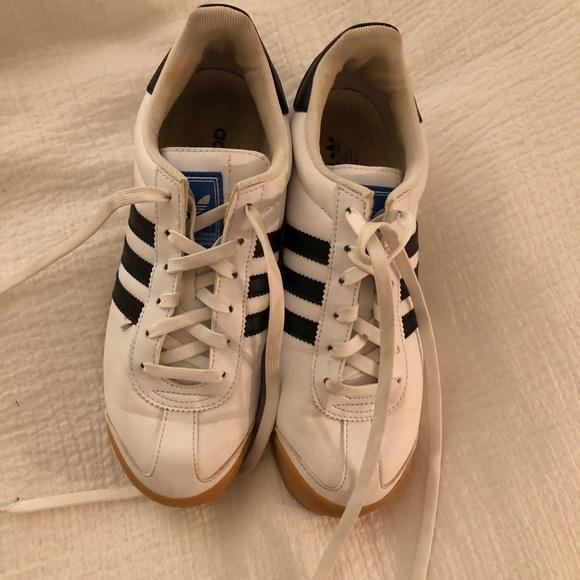 le adidas samoa scarpe con una gomma, unico e la poshmark